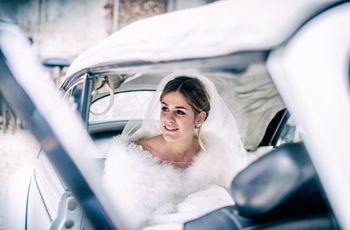 Piccoli segreti per salire e scendere dall'auto con eleganza il giorno delle nozze
