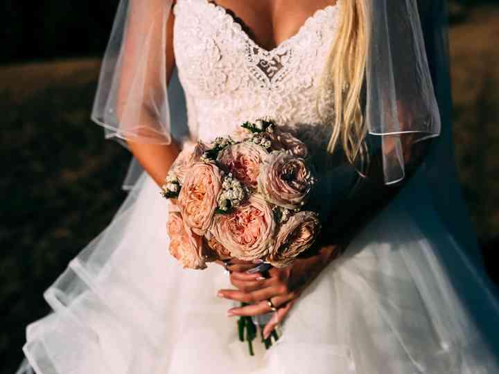 Dubbi da spose: meglio un abito bianco o colorato?