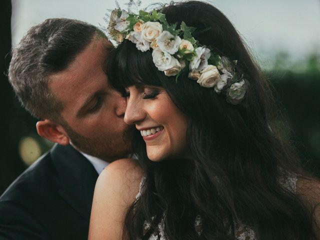 39322dc10bd 5 consigli per indossare una splendida corona di fiori nel giorno delle  nozze La sposa ...