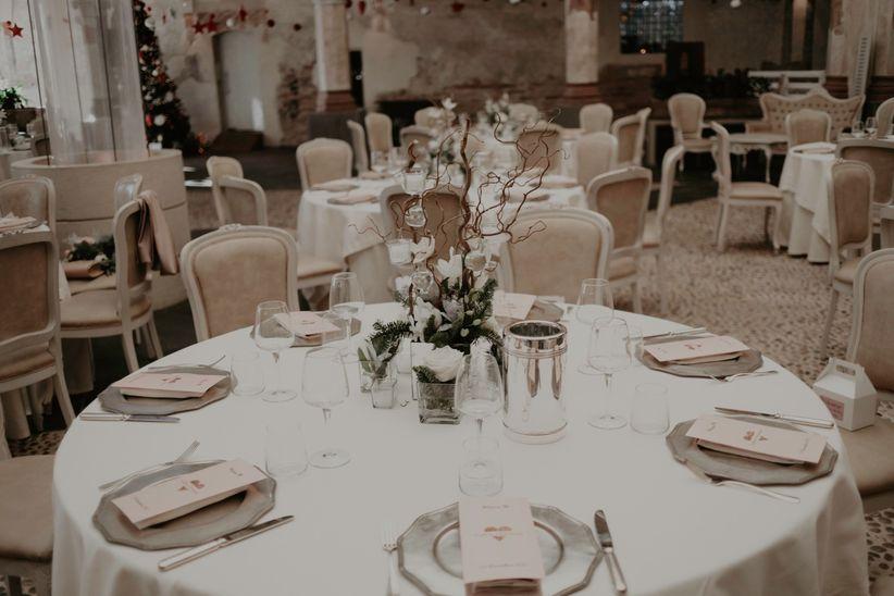 Idee per decorare un tavolo rotondo per le nozze