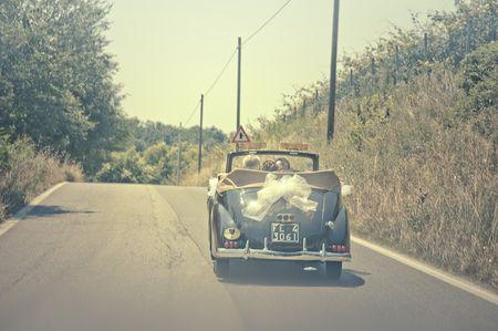 Automobili d'epoca per un romantico matrimonio dal gusto retrò