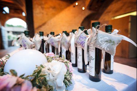 Bottiglia di vino come bomboniera di nozze