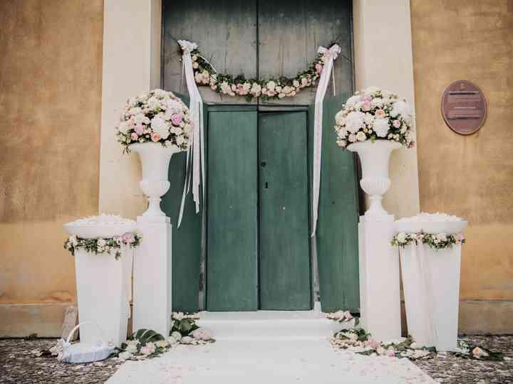 20 idee per allestire in rosa la chiesa delle vostre nozze