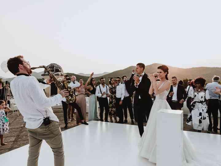 Sorprendete la sposa il giorno delle nozze con una di queste 25 canzoni romantiche!