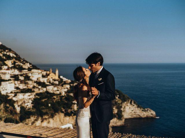 Kit di bellezza: cosa mettere in valigia per un viaggio di nozze al mare?