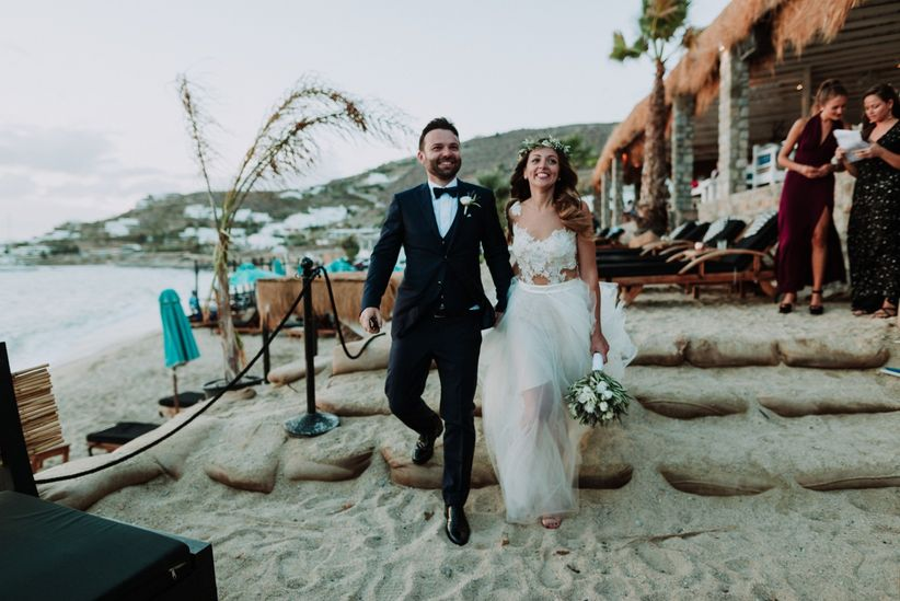 7be06533da41 10 cose essenziali da sapere se vi sposate in spiaggia