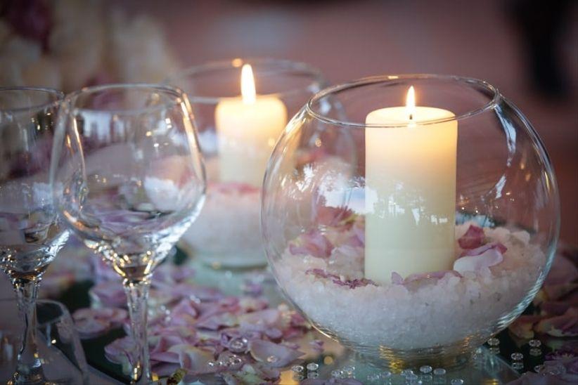 7 idee per decorare il vostro matrimonio con le candele for Addobbi tavoli matrimonio con candele