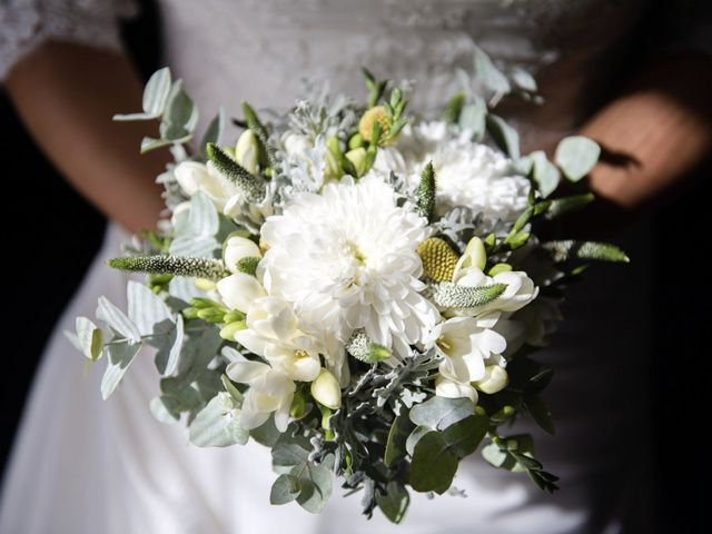 Come si porta il bouquet? Consigli per una postura impeccabile!