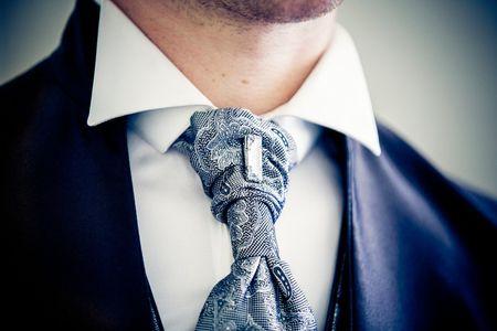 Come scegliere il colletto della camicia dello sposo in poche mosse