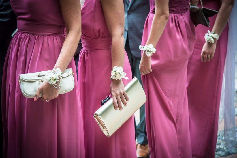 bce4dc07c835 Inizialmente erano quelle ragazze che circondavano la sposa per distrarre e  confondere gli spiriti malvagi grazie ai loro bellissimi abiti da  cerimonia  ...