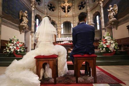 Posso celebrare la cerimonia cattolica al di fuori della chiesa?