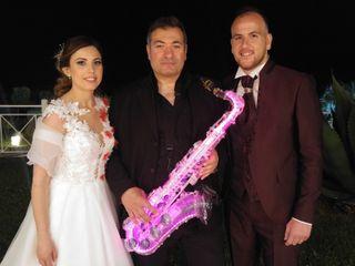 Simone Marra: Sax, Piano, Voce 2