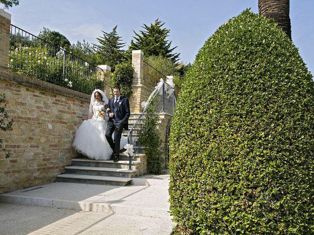 Il matrimonio di Mirko e Giada a Altidona, Fermo 53
