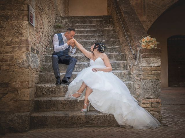 Il matrimonio di Massimiliano e Romina a San Gimignano, Siena 16