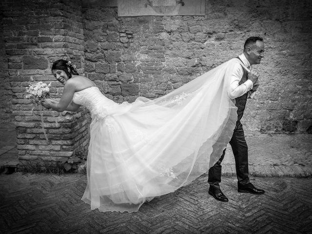 Il matrimonio di Massimiliano e Romina a San Gimignano, Siena 17