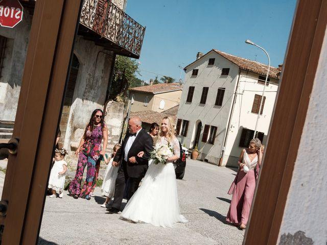 Il matrimonio di Massimiliano e Serena a Cerreto d'Esi, Ancona 30