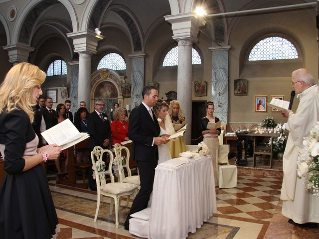 Il matrimonio di Mirco e Stefania a Triuggio, Monza e Brianza 17