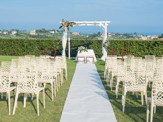 Il matrimonio di Mirco e Laura a Mosciano Sant'Angelo, Teramo 10