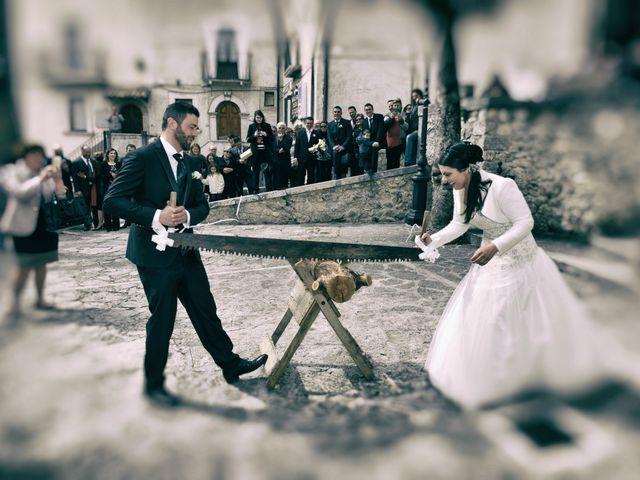 Il matrimonio di Domenico e Teresa a Villetta Barrea, L'Aquila 25