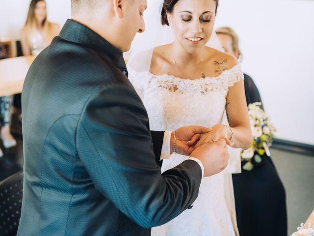 Il matrimonio di Andrea e Arianna a Cuveglio, Varese 17