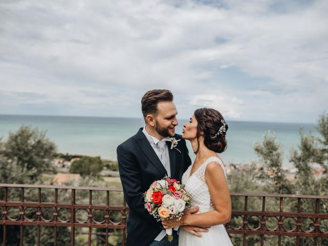 Il matrimonio di Lorenzo e Marianna a Città Sant'Angelo, Pescara 24