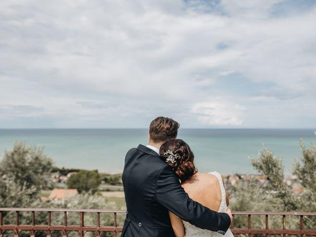 Il matrimonio di Lorenzo e Marianna a Città Sant'Angelo, Pescara 25