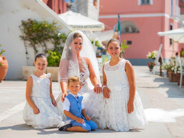 Il matrimonio di Angelo e Alessia a Procida, Napoli 14