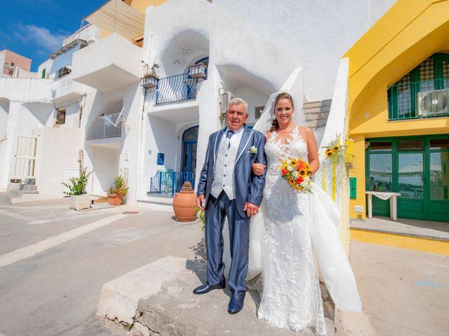Il matrimonio di Angelo e Alessia a Procida, Napoli 23
