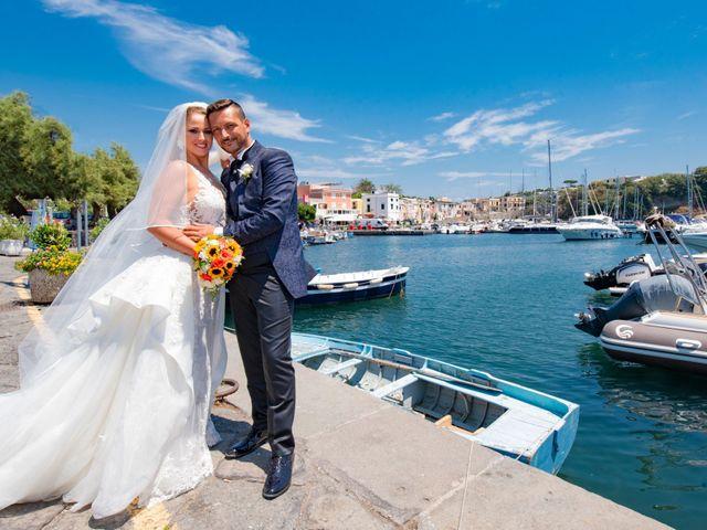 Il matrimonio di Angelo e Alessia a Procida, Napoli 36