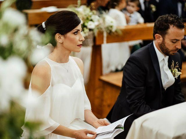 Il matrimonio di Alessandro e Elisabetta a Apricena, Foggia 16