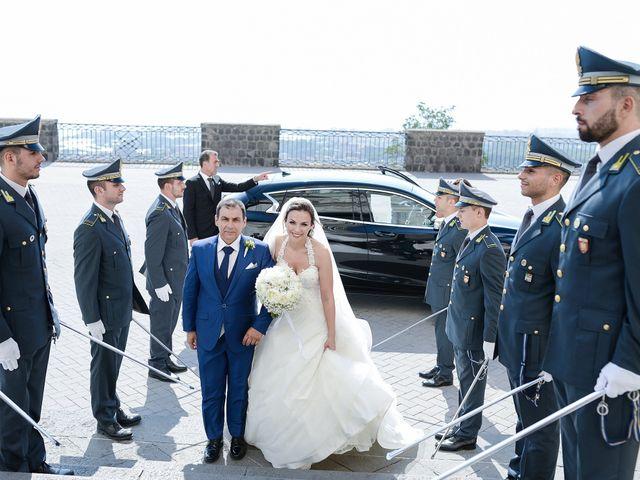 Il matrimonio di Arianna e Pietro a Torre del Greco, Napoli 11