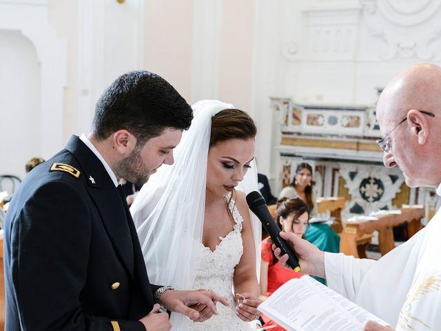 Il matrimonio di Arianna e Pietro a Torre del Greco, Napoli 18