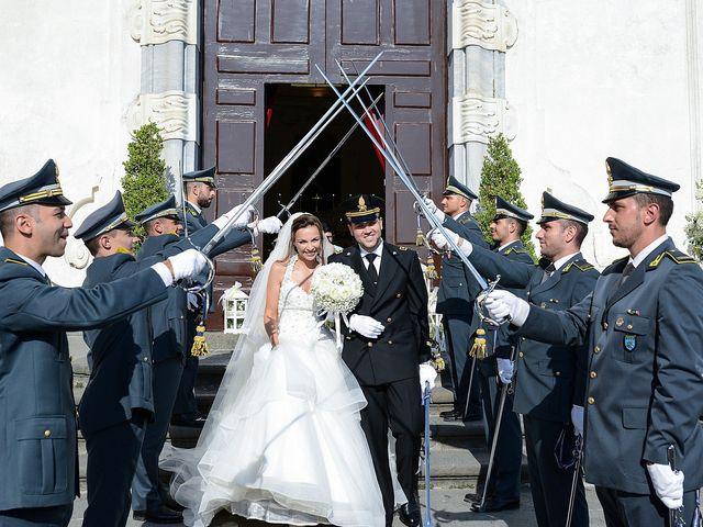 Il matrimonio di Arianna e Pietro a Torre del Greco, Napoli 22