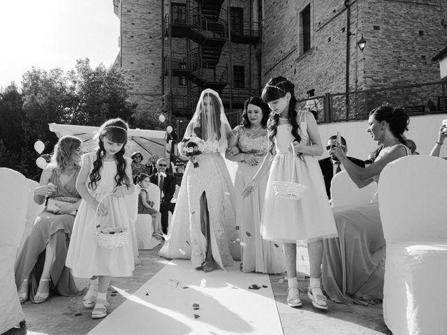 Il matrimonio di Kristina e Christian a Loreto Aprutino, Pescara 15
