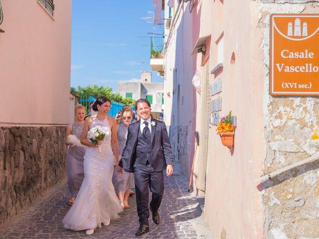 Il matrimonio di Bruno e Claudia a Procida, Napoli 12
