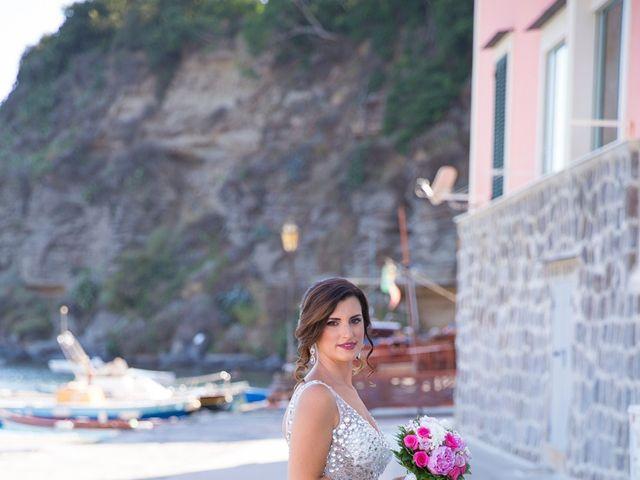 Il matrimonio di Claudio e Laura a Procida, Napoli 8