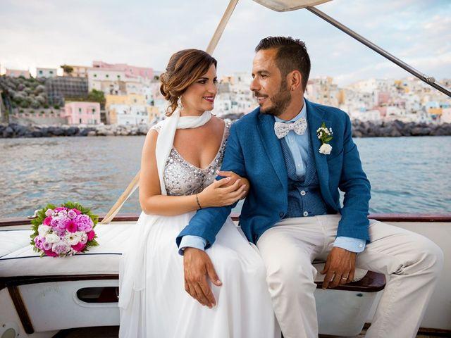 Il matrimonio di Claudio e Laura a Procida, Napoli 12