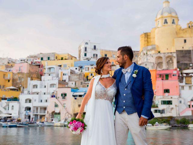 Il matrimonio di Claudio e Laura a Procida, Napoli 17