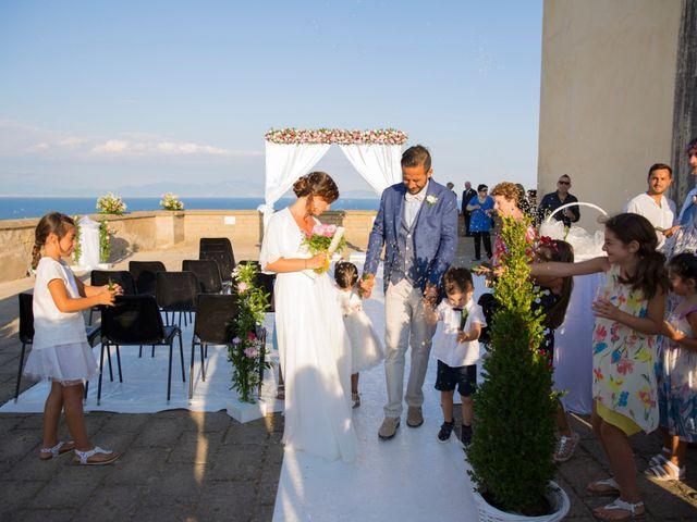 Il matrimonio di Claudio e Laura a Procida, Napoli 18