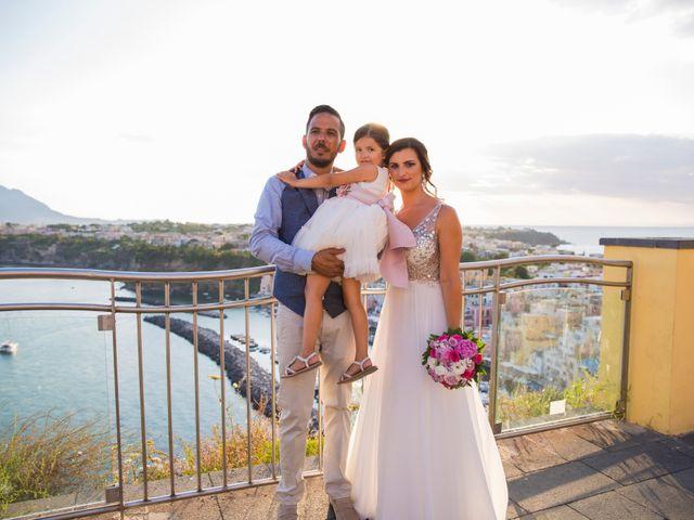 Il matrimonio di Claudio e Laura a Procida, Napoli 19
