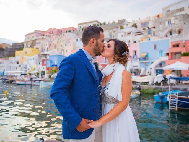 Il matrimonio di Claudio e Laura a Procida, Napoli 22