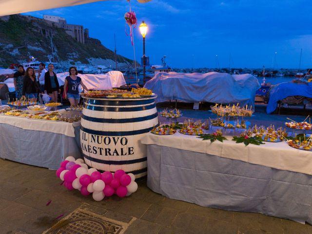 Il matrimonio di Claudio e Laura a Procida, Napoli 27