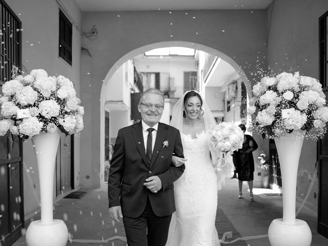 Il matrimonio di Angela e Gennaro a Frattamaggiore, Napoli 21