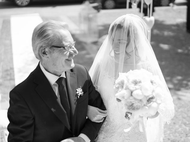 Il matrimonio di Angela e Gennaro a Frattamaggiore, Napoli 24