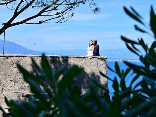 Il matrimonio di Mariano e Veronica a Torre del Greco, Napoli 20