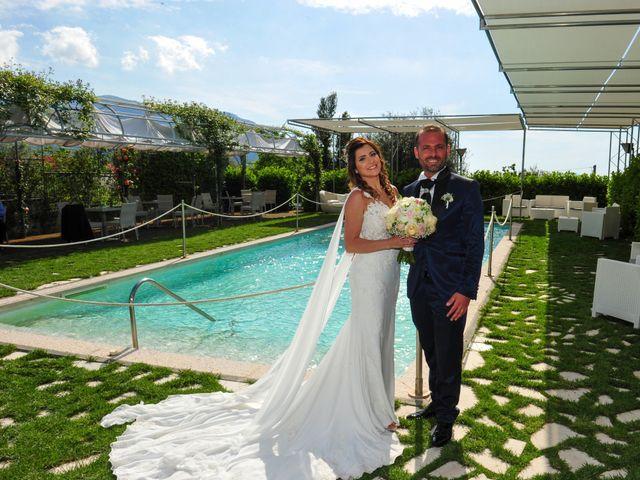Il matrimonio di Mariano e Veronica a Torre del Greco, Napoli 23