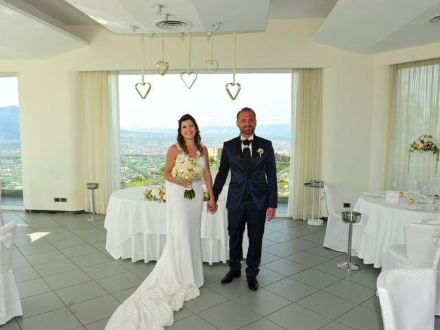 Il matrimonio di Mariano e Veronica a Torre del Greco, Napoli 25