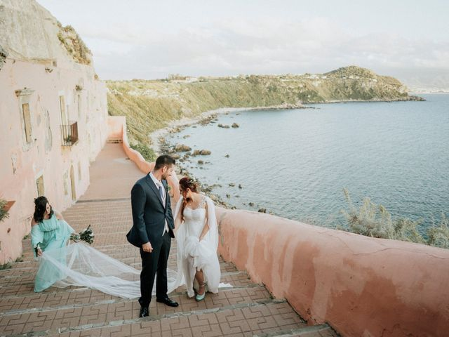 Il matrimonio di Davide e India a Milazzo, Messina 17