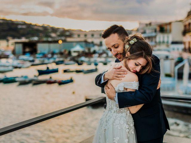 Il matrimonio di Raffaele e Valentina a Bacoli, Napoli 32