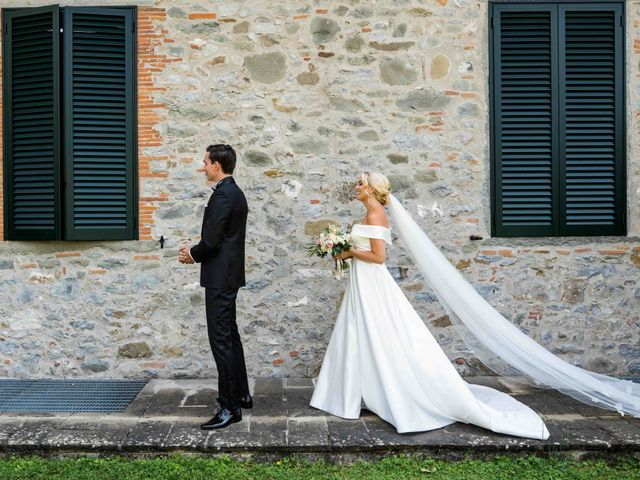 Il matrimonio di Carl e Lina a Barga, Lucca 25